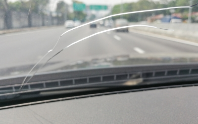 How to Stop Windshield Cracks from Spreading